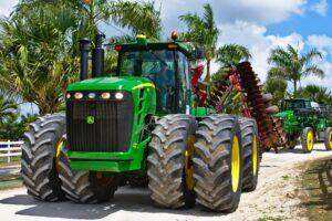 Double wheel tractor.